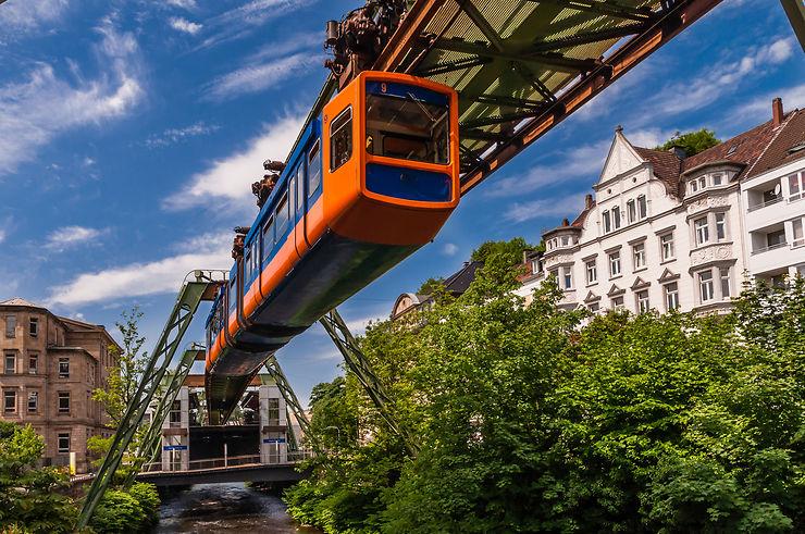 Le monorail ou métro, un nouveau transport en commun.