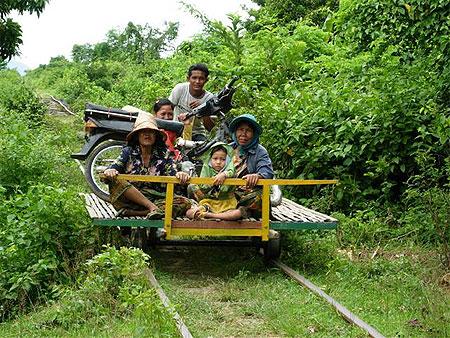 Le train en bambou, une mobilité responsable pour tous.